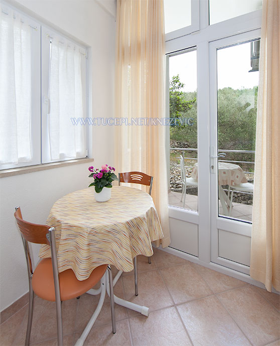 apartments Villa 750, Knežević, Tučepi - dining table, balcony