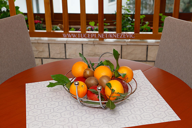 dining talbe with fruits