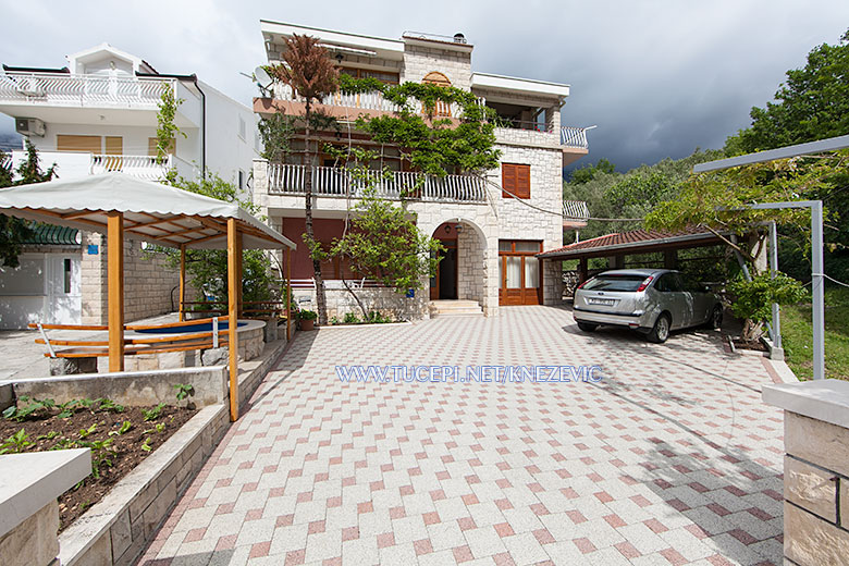 apartments Villa 750, Knežević, Tučepi - house, parking