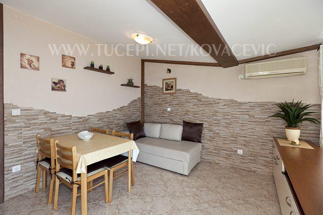 Apartments Kovačević, Tučepi - dining room