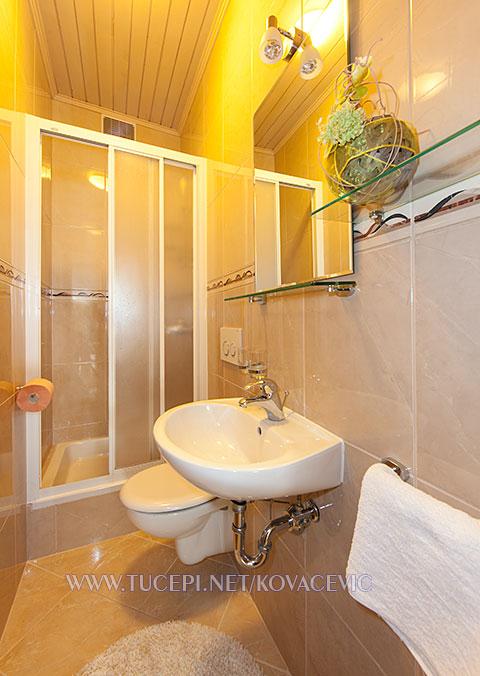 Apartments Kovačević, Tučepi - bathroom
