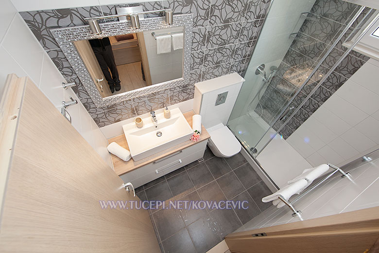 Apartments Kovačević, Tučepi - bathroom