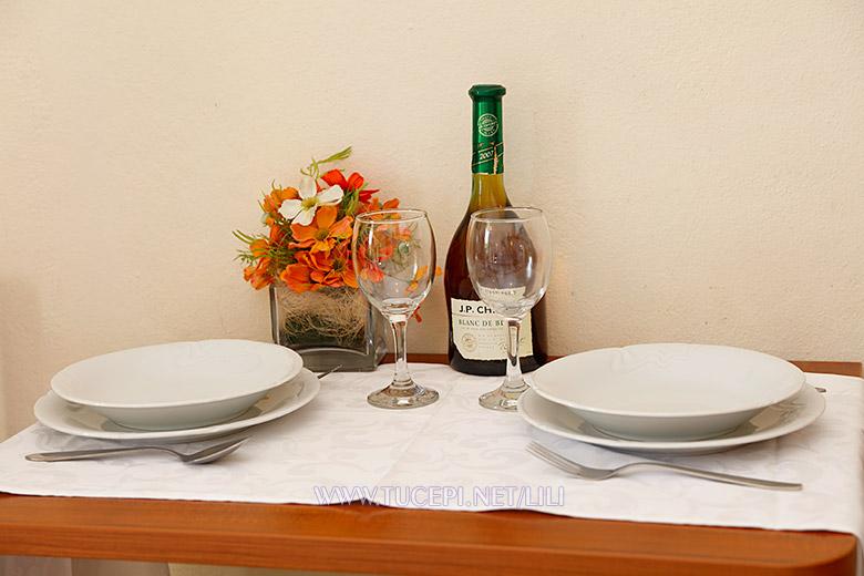 Apartments Villa Lili, Tučepi - dining table