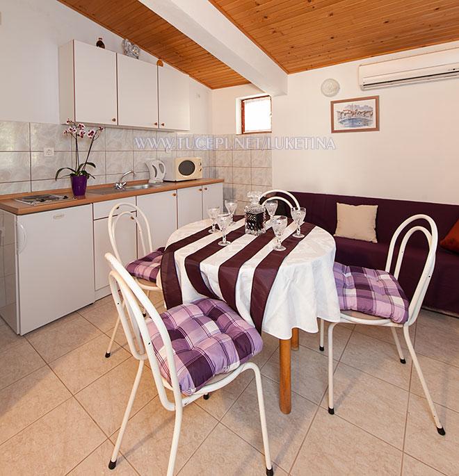 apartments Luketina, Tučepi - dining table