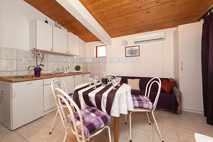 apartments Luketina, Tučepi - dining table, kitchen