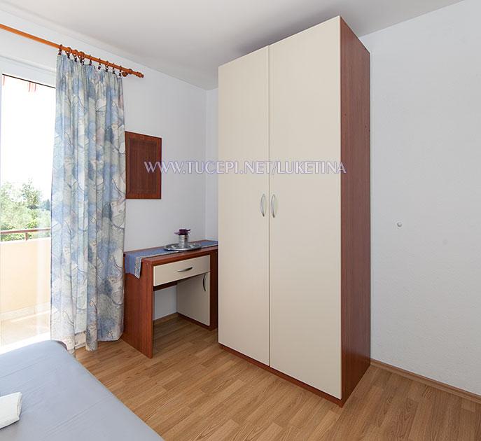 apartments Luketina, Tučepi - wardrobe