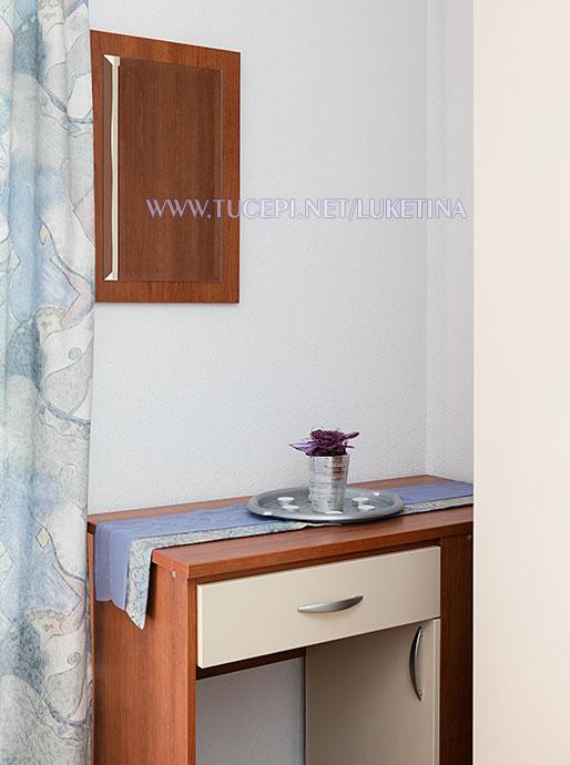 apartments Luketina, Tučepi - dressing mirror