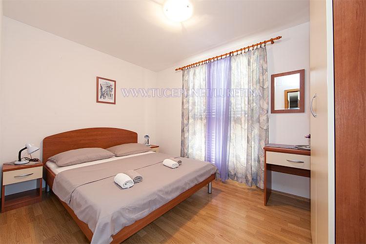 apartments Luketina, Tučepi - first bedroom