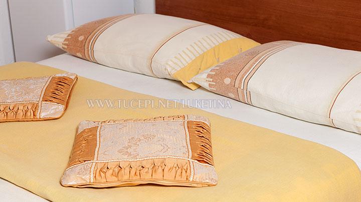 apartments Luketina, Tučepi - pillows on the bed