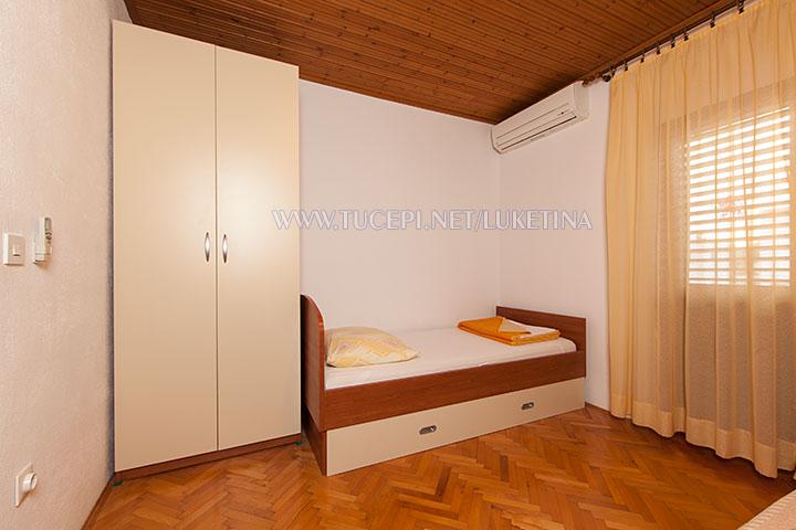 apartments Luketina, Tučepi - third bed