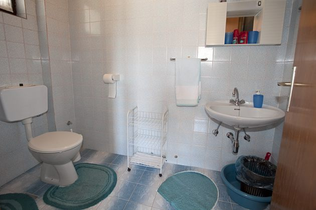 apartments Luketina, Tučepi - bathroom