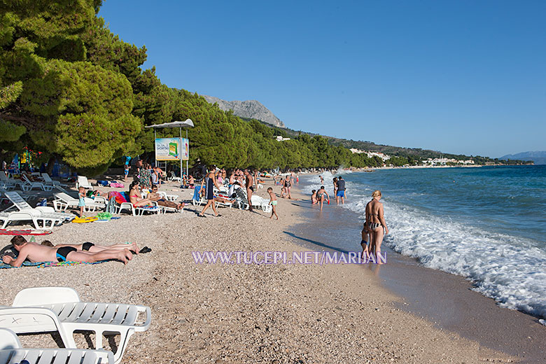 beach at hotel Alga, Tučepi, sunny day wit sea waves