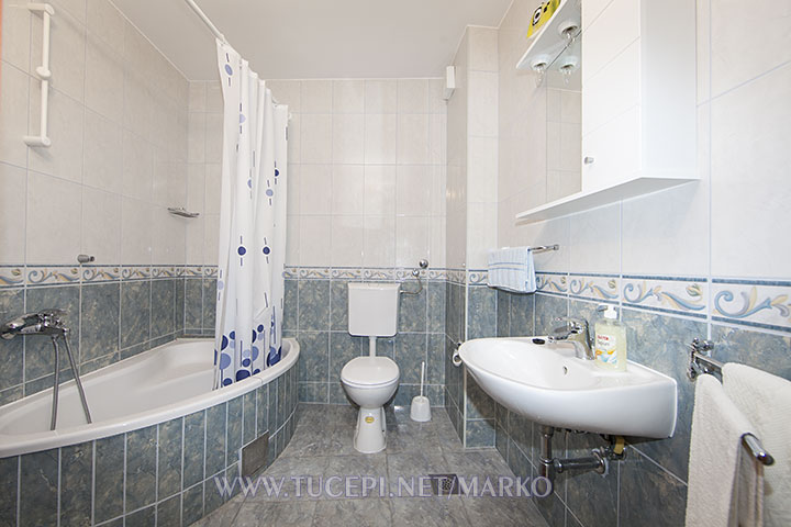 apartments Marko, Tučepi - bathroom