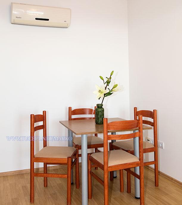 apartments Marko, Tučepi - dining table