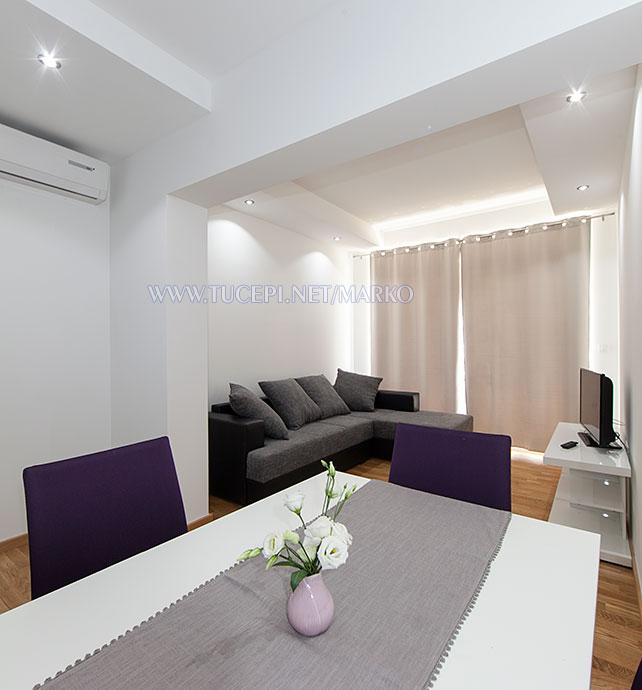 apartments Marko, Tučepi - sofa, flower
