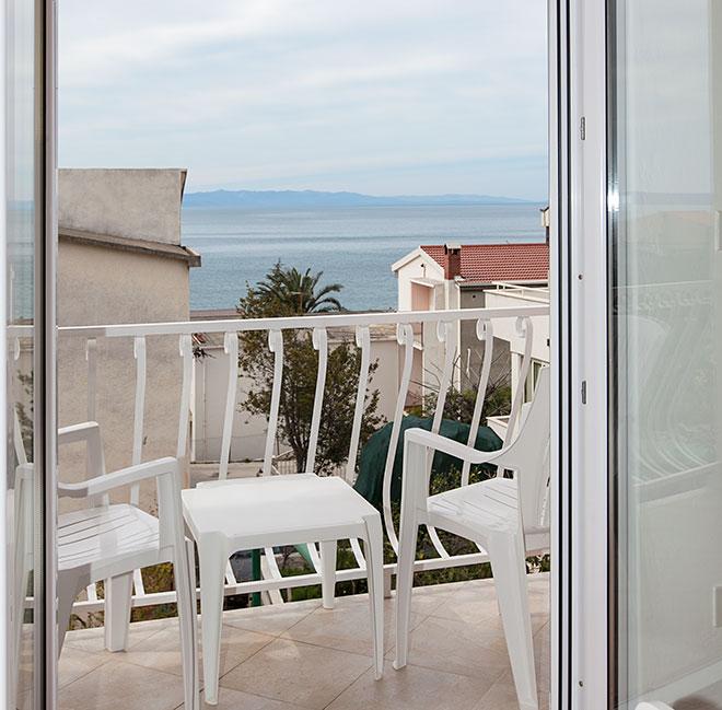 Apartments Matić 4:A6, Tučepi: balcony with partial sea view