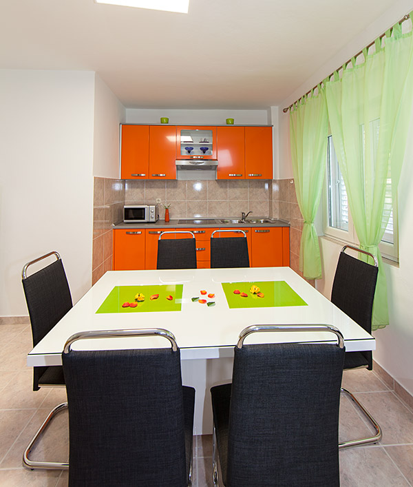 Apartments Matić 4:A6, Tučepi: dining room
