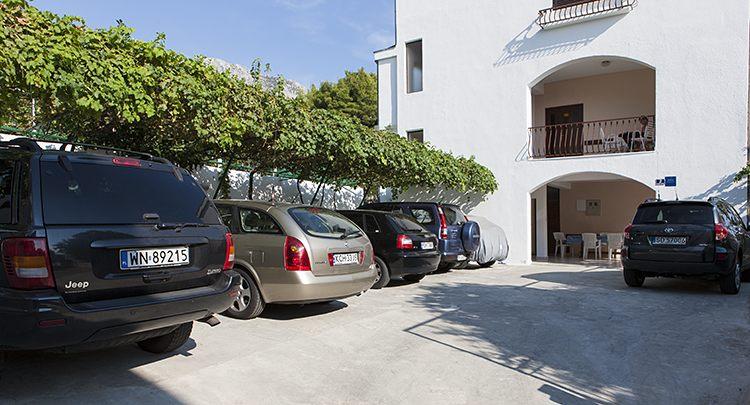 parking at house Matić, Tučepi