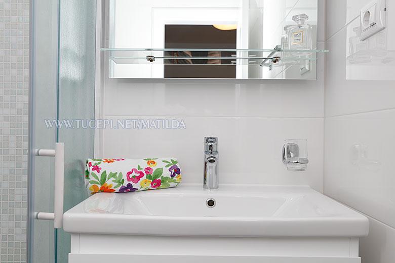apartments Matilda, Tučepi - bathroom