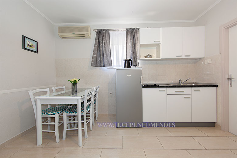 dining room - Apartments Mendeš, Tučepi
