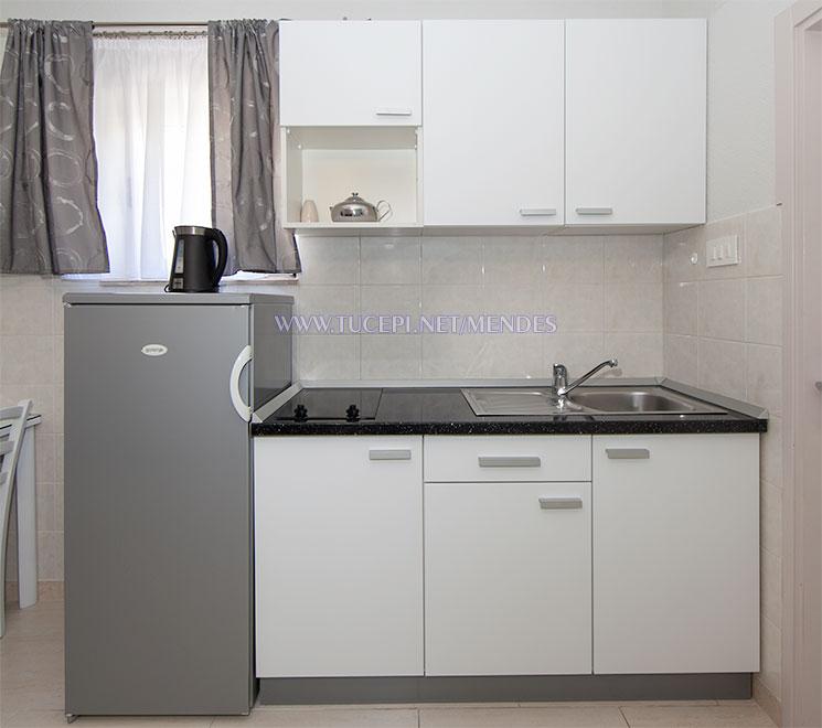 kitchen - Apartments Mendeš, Tučepi