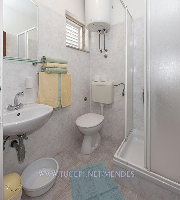 bathroom - Apartments Mendeš, Tučepi