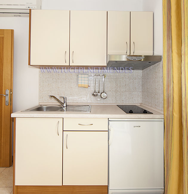 kitchen - Apartments Mendeš, Tučepi