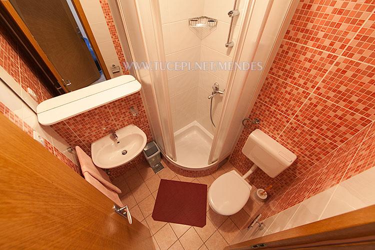 apartment Mendeš Tučepi - bathroom
