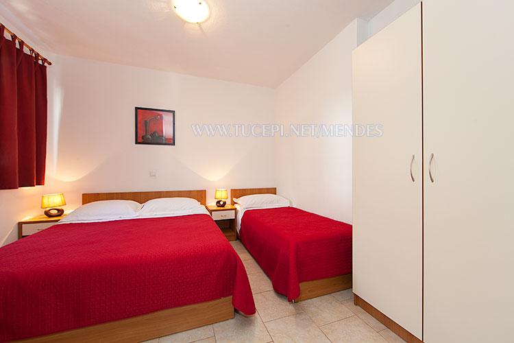 apartment Mendeš Tučepi - bedroom