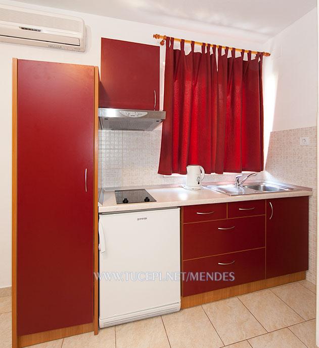apartment Mendeš Tučepi - kitchen