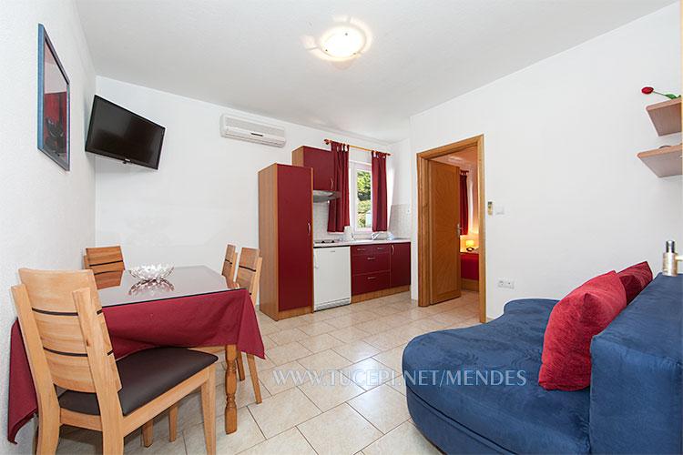 apartment Mendeš Tučepi - living room