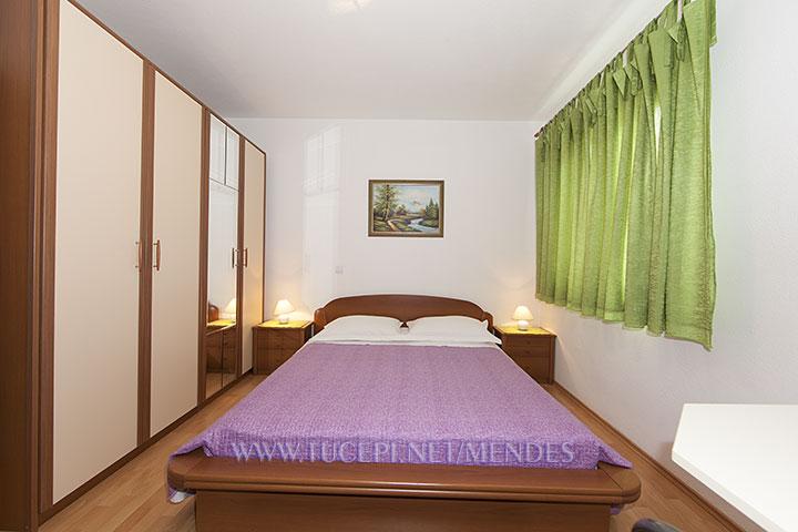 8: R2, bedroom, Apartments Mendeš, Tučepi