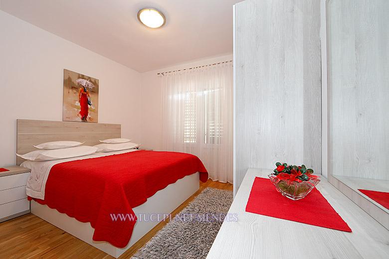 9: A2, bedroom, Apartments Mendeš, Tučepi