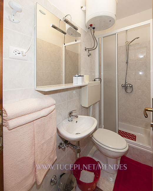 9: A2, bathroom, Apartments Mendeš, Tučepi