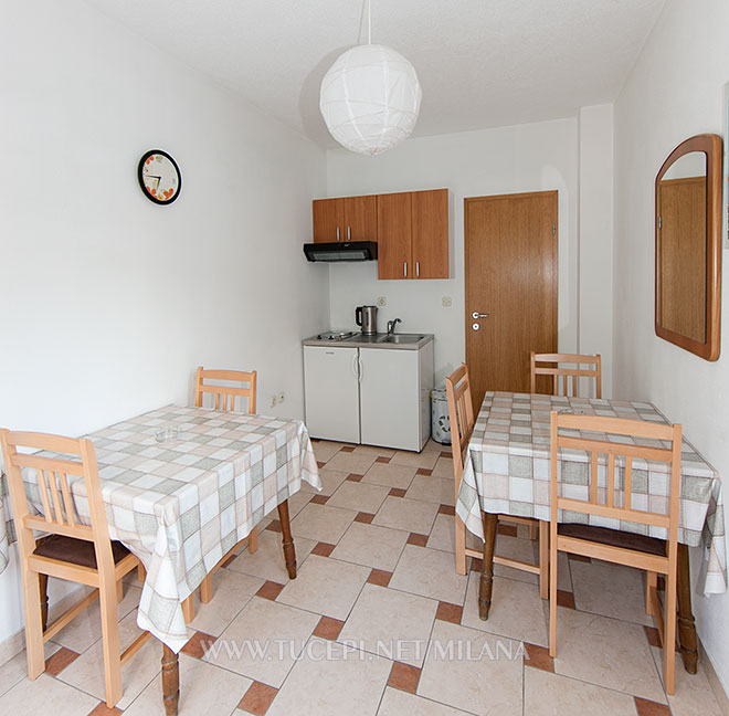 shared kitchen between 2 rooms