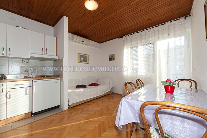 apartments Milković, Tučepi - dining room