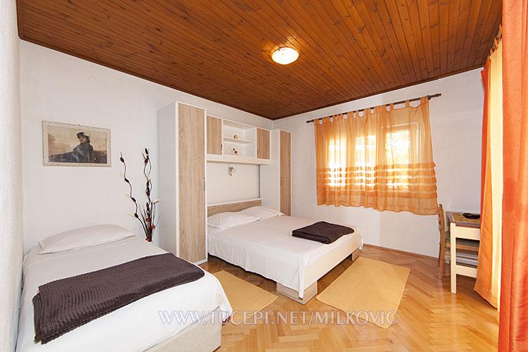 bedroom in apartmentr Milković - Tučepi