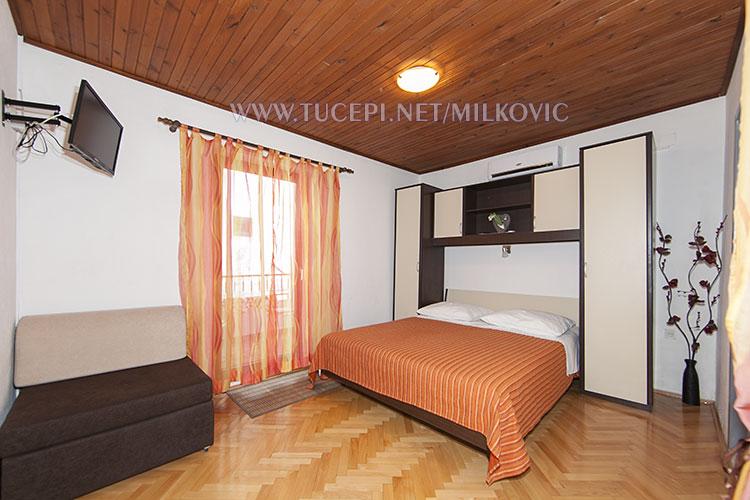 bedroom with TV, Milković Tučepi