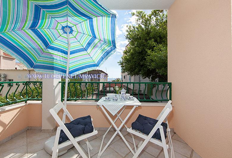 apartments Mravičić, Tučepi - balcony wit sea view