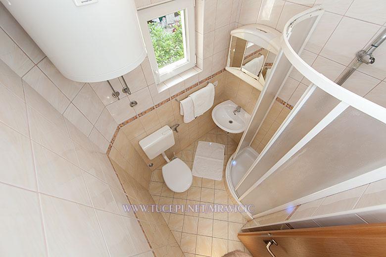 apartments Mravičić, Tučepi - bathroom