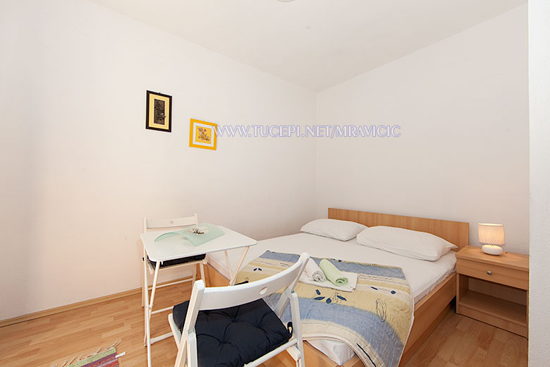 apartments Mravičić, Tučepi - bedroom