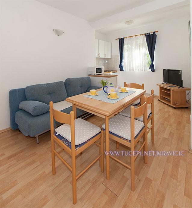 apartments Mravičić, Tučepi - dining room