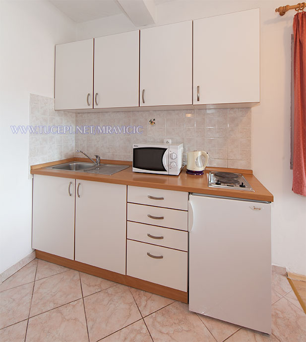 apartments Mravičić, Tučepi - kitchen
