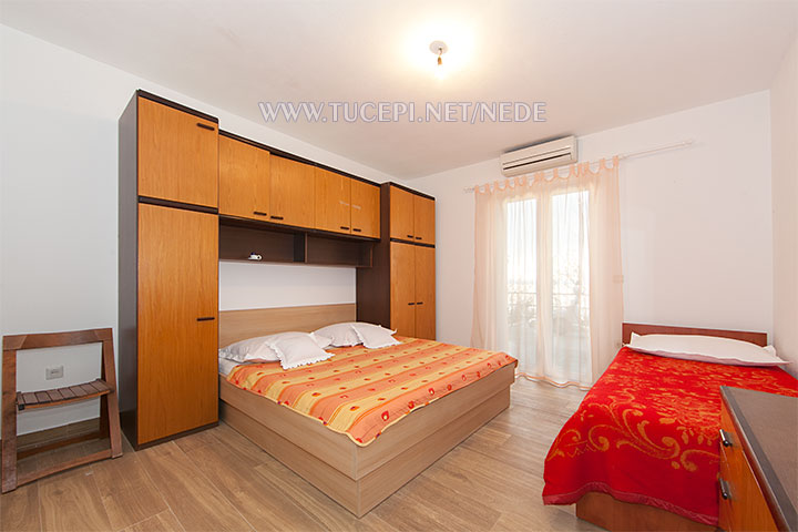 Apartments Nede, Ante Grubišić, Tučepi - bedroom