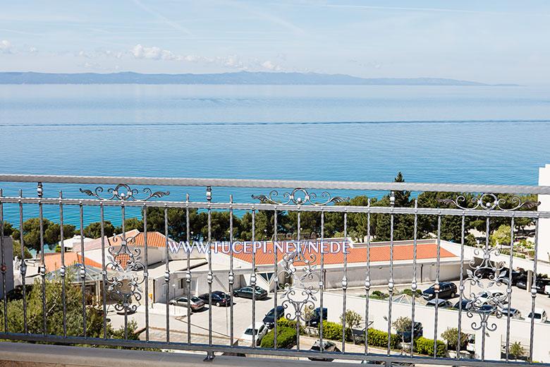 apartments Nede, Ante Grubišić, Tučepi - terrace with sea view, morning time