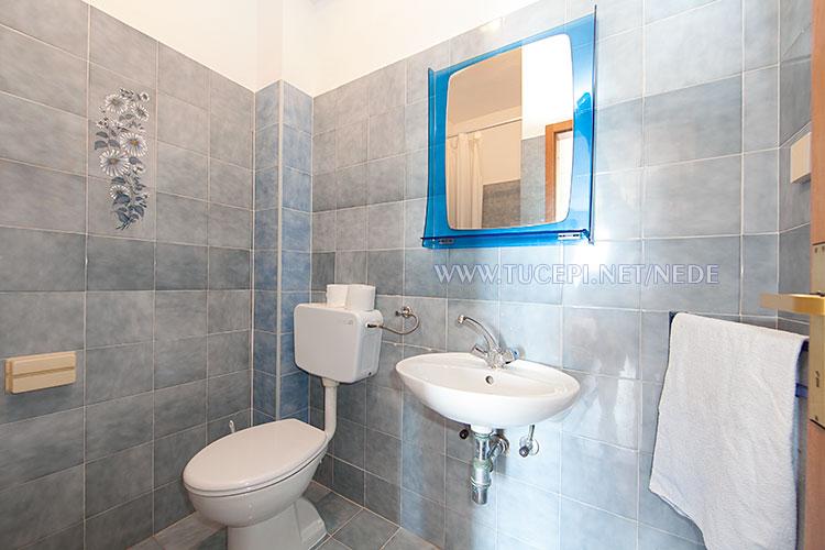 apartments Nede, Tučepi, bathroom