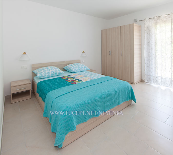 Tučepi, apartments Nevenka - recent decorated bedroom, new furniture
