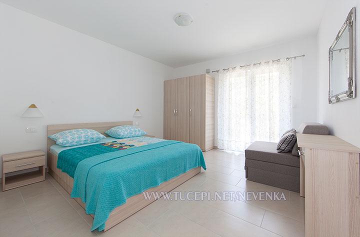 Tučepi, apartments Nevenka - spacious bedroom