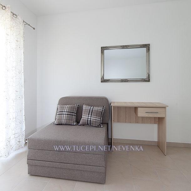 Tučepi, apartments Nevenka - sofa as third bed