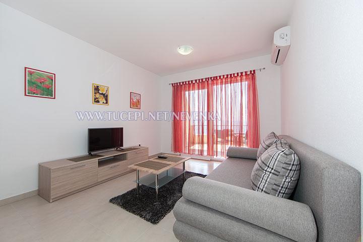 Tučepi, apartments Nevenka - living room, LCD TV